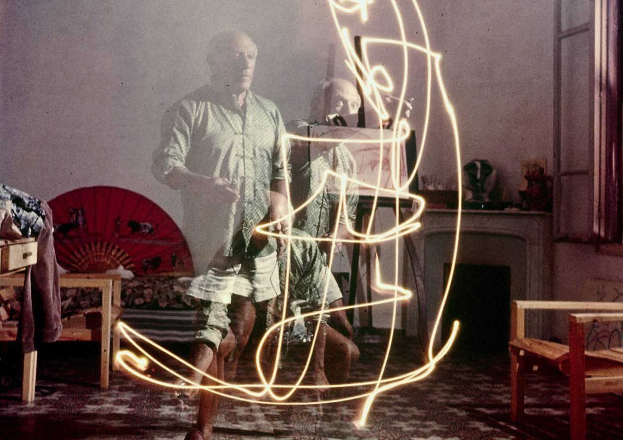 Pablo-Picasso-Light-Painting-1-e1367429822113